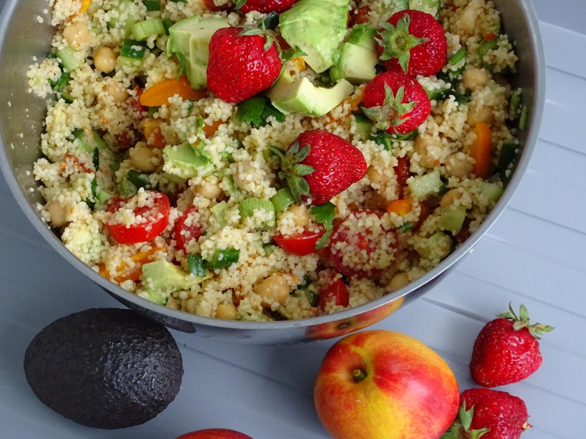 Raikas couscous -salaatti