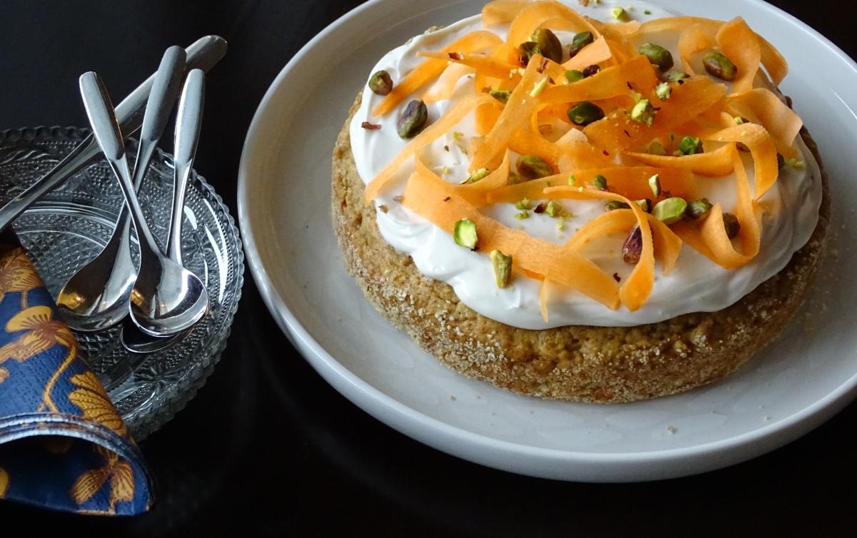 Raikas ja rouskuva porkkanakakku